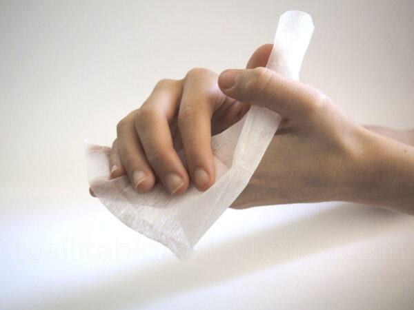 toallita hidroalcoholica higienizar o limpiar manos